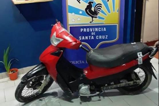 La moto fue recuperada por el personal policial.