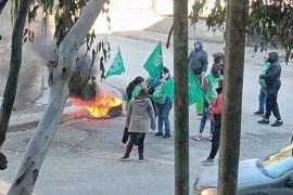 Trabajadores nucleados en ATE realizaron quema frente a Supervisión de Escuelas