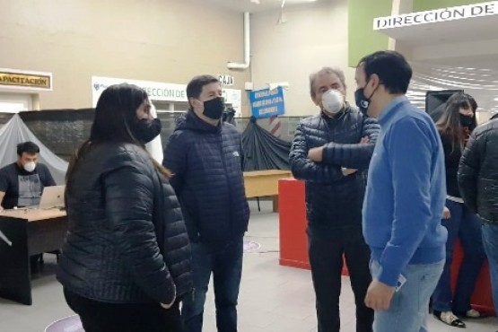 Grasso, ayer con D'Amico y Muñoz recorriendo el Observatorio Municipal de la Pandemia.