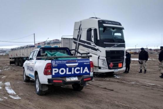 Interceptan otro camión que ingresó desde Comodoro por una ruta no habilitada