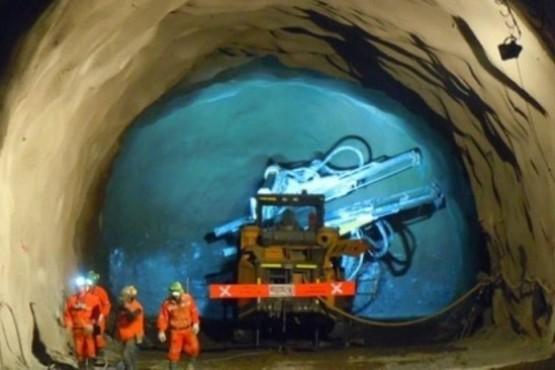 AOMA acordó aumentos salariales para los yacimientos metalíferos de Santa Cruz y San Juan