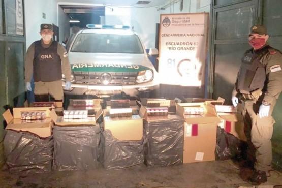 Gendarmería encontró un auto chileno abandonado con millonaria carga de