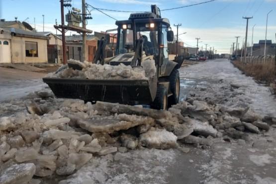 Obras Públicas: continúa el despeje de calles por escarcha