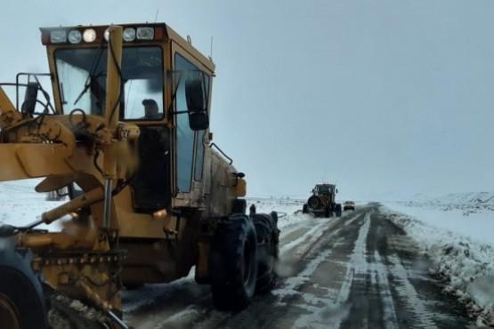 Vialidad Provincial continúa realizando importantes trabajos en la zona afectada por el temporal