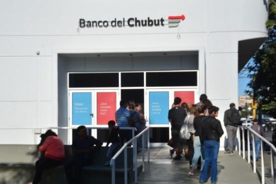 Nuevo cronograma para el pago del IFE en Banco del Chubut