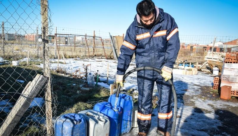 Asistencia de agua para vecinos del Barrio Patagonia