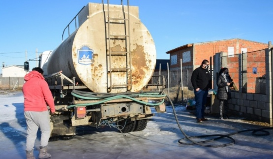 Municipio entregó agua al barrio Patagonia