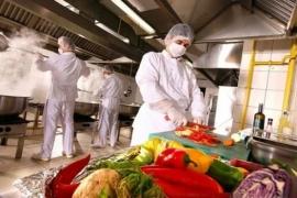 La ANMAT creó un carnet digital obligatorio para trabajadores que manipulan alimentos
