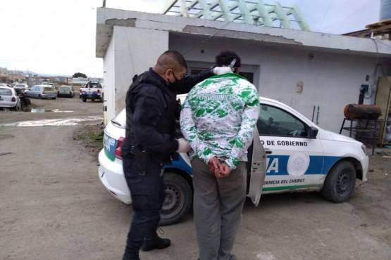 Un joven fue detenido tras agredir físicamente a varios policías