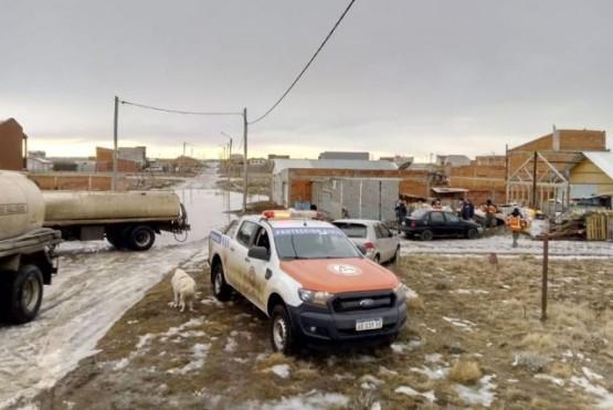 Protección Civil trabaja en las inundaciones en los barrios de Río Gallegos