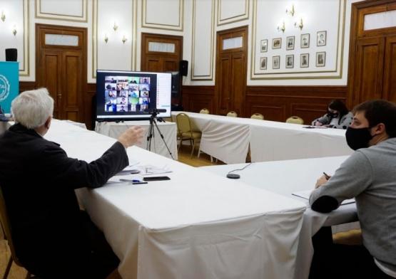 Gobierno presentó los decretos 890 y 891 ante intendentes y comisionados de fomento