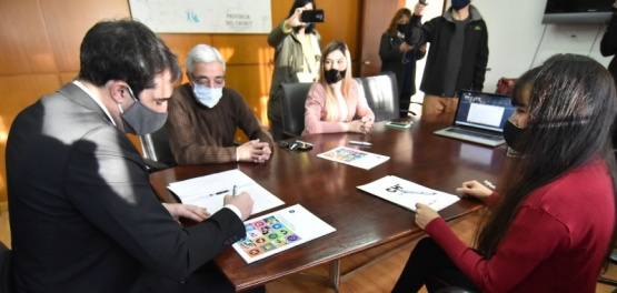 Cavaco firmó convenio de descuento para que emprendedores y PyMEs