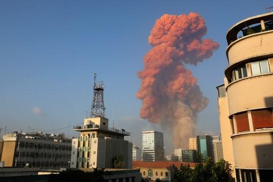 Impresionantes explosiones en Beirut dejan decenas de heridos