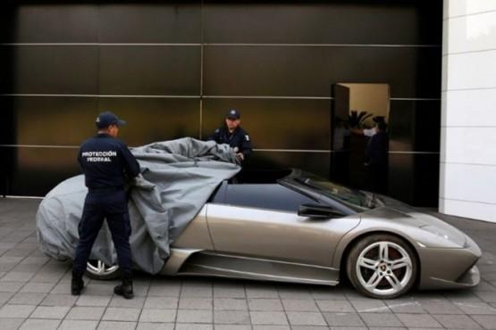 Recibió ayuda económica del gobierno por la pandemia y se compró un auto de alta gama
