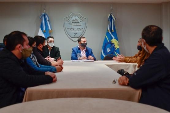 Maderna recibió a vecinos que reclaman judicialmente por sus terrenos