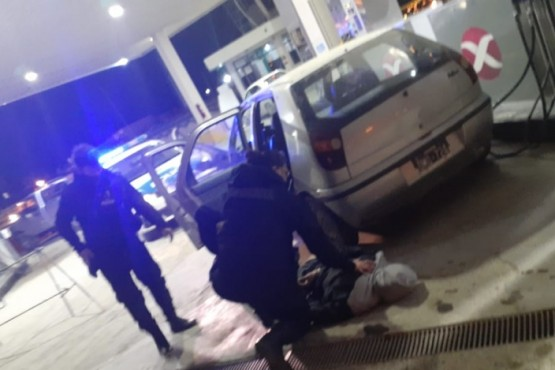 Fue a cargar nafta exhibiendo un arma y quedó detenido