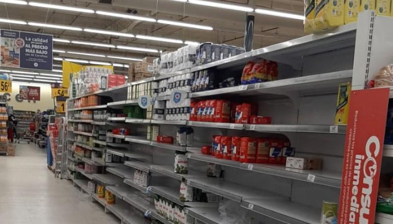 Supermercados con poco stock de yerba.