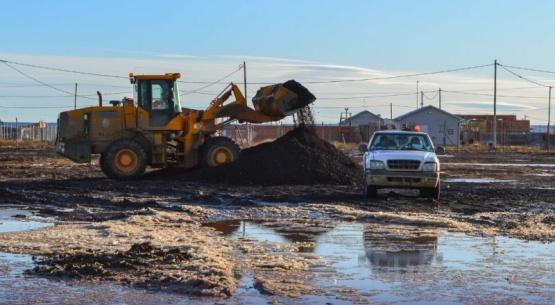 Siguen trabajando en los barrios afectados por el deshielo