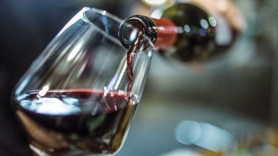 Un estudio afirma que tomar vino podría mitigar los síntomas del coronavirus
