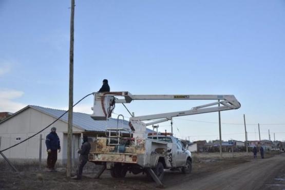 Siguen instalando línea de baja tensión en Río Gallegos