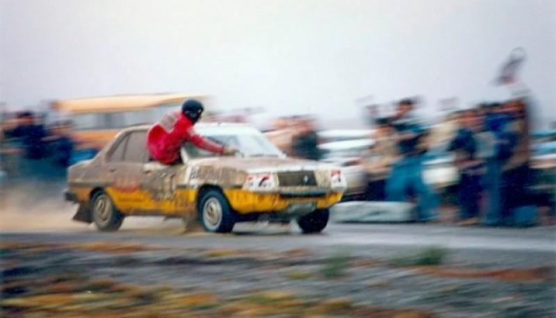 Miles de autos en muchos años de una competencia tradicional.