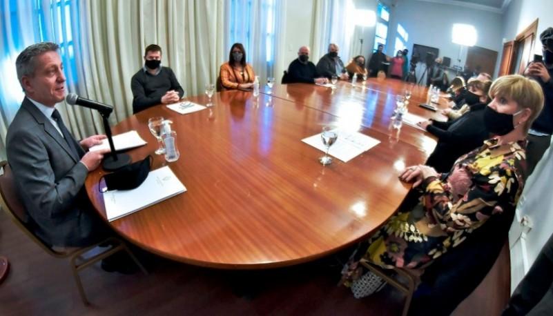 Arcioni presentó la 36° Feria Provincial del Libro que por primera vez será virtual