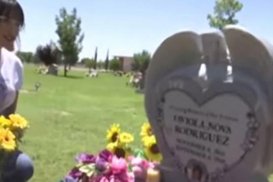 Una mujer asegura que filmó en un cementerio al fantasma de su hija fallecida