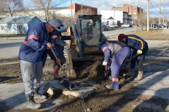 10 Acciones: Se trabaja para mejorar la transitabilidad de diversas calles de la ciudad