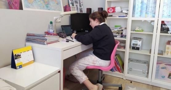 Prohibieron el uso de pijamas y pantuflas durante las clases online