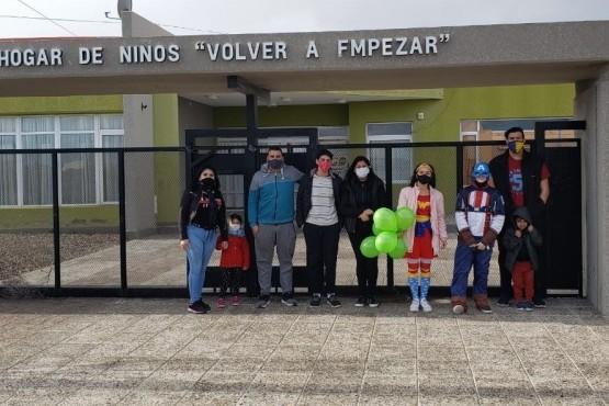 """La juventud PRO celebró el día del niño en el Hogar """"Comenzar de Nuevo"""" y Barrio Moreira"""