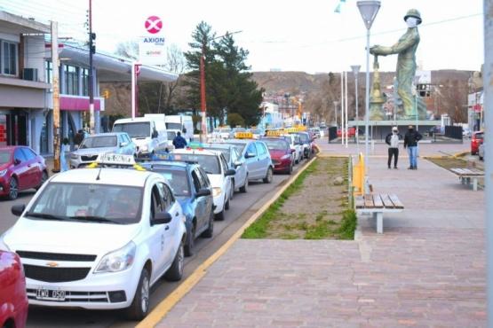 Choferes y propietarios de taxis reclamaron con un bocinazo