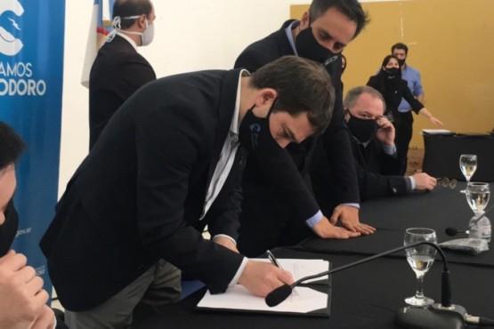 Luque y Cabandié firmaron convenios para impulsar políticas ambientales