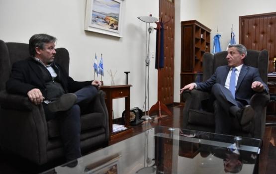 Arcioni recibió al Intendente de El Hoyo en Casa de Gobierno