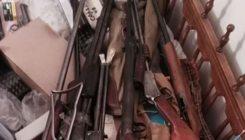 La policía incautó 23 armas de fuego
