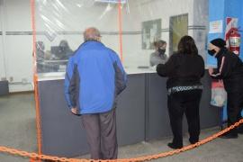 Adultos mayores realizaron trámites en las oficinas de la Dirección de Tránsito