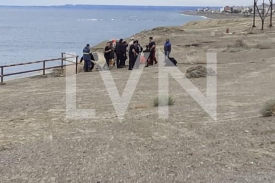 Rescatan a una familia atrapada por la marea