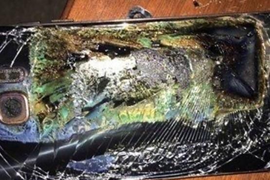 Un nene de 11 años murió electrocutado por jugar con el celular mientras lo cargaba