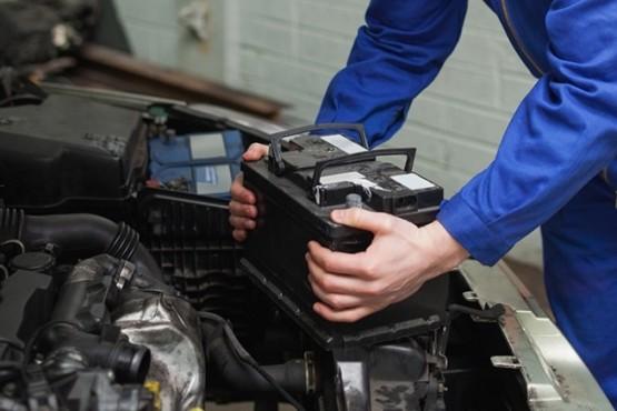 Cómo cambiar la batería del auto en 4 simples pasos