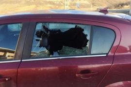 Mujer destrozó el auto de su ex pareja