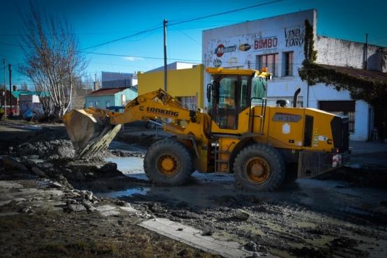 10 Acciones: Continúa la desinfección de dependencias municipales y se avanza con el arreglo de la calle Rawson