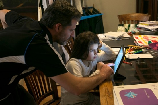 Estudiar en casa, un desafío para todos (Ilustrativa)
