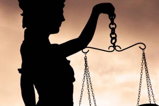 Celebración sin estrechar manos, pero con ideales de impartir justicia intactos