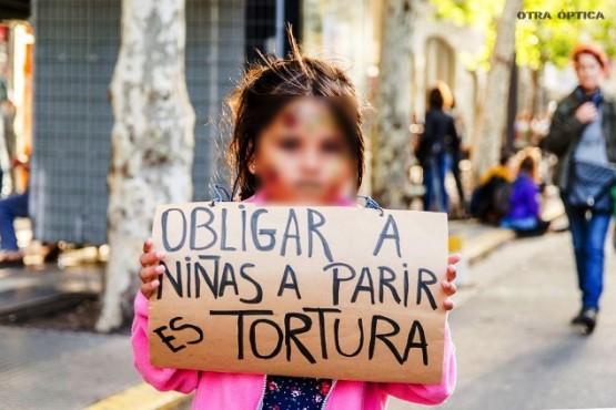 La Organización Mundial de la Salud entiende que obligar a parir es tortura.