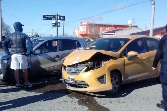 Los autos tras el choque (Foto: C.Robledo).