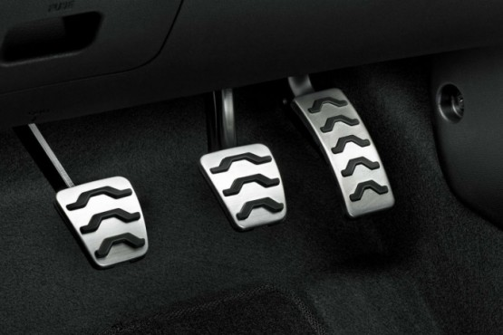 Cómo usar los pedales del auto para consumir menos nafta