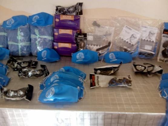 Entrega de kits con elementos de protección