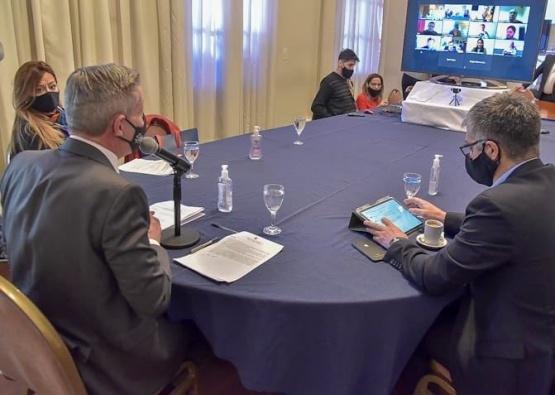 Arcioni mantuvo un encuentro virtual binacional