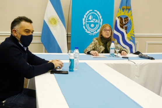 El Jefe de Gabinete junto a Alicia Kirchner.
