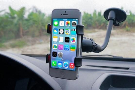 3 formas caseras de llevar el celular en tu auto