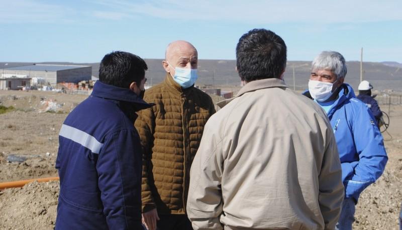 Cotillo realizó un recorrido por la obra de gas del barrio ARA San Juan
